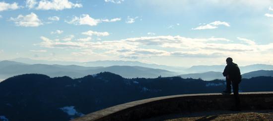 Polhograjska gora nad Polhovim Gradcem