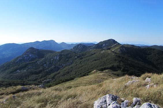 Pogled na Gorski Kotar, v ozadju Veliki Risnjak