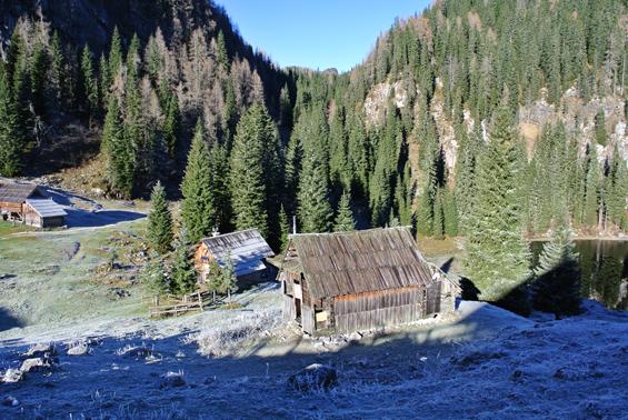 Hiške pri Planini pri Jezeru.