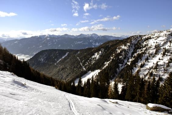 Pogled nazaj v dolino.